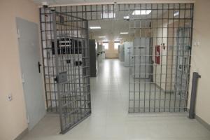 За попытку подкупить сотрудника изолятор временного содержания жителя Ханты-Мансийского округ будут судить