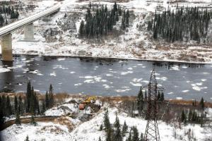На Харьяге завершается очистка реки Колва от нефтесодержащей жидкости