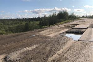 От жителей Коми поступают жалобы на состояние дороги Усинск-Харьяга, в частности, на проблему обратил внимание депутат Госсовета Коми Евгени Бейков