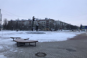 Работы на площади у памятника нефтянику завершены