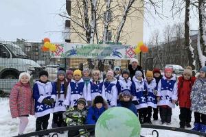 Сегодня состоялось открытие благоустроенного дворика в рамках проекта «Народный бюджет» на территории СОШ №2 г.Усинска