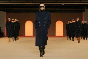Люди в форме Как современная одежда вдохновляется униформой и даже превращается в нее