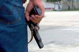 Печорец из пистолета обстрелял детдом