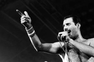 5 сентября 1946 году  — 74 года назад родился британский певец и музыкант, автор песен, вокалист рок-группы Queen Фредди Меркьюри