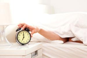 Вставать по первому сигналу будильника