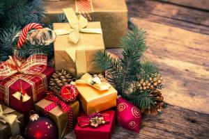 Кто приносит подарки детям разных стран