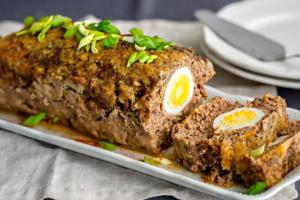 Мясной рулет с рисом и яйцами