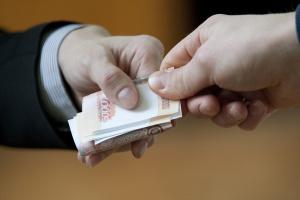 В Усинске перед судом предстанут два сотрудника нефтяной компании за получение крупных взяток