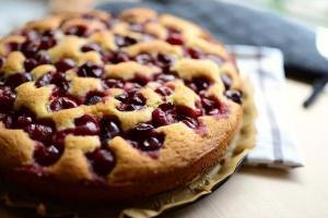 Пирог «Краски осени» с грушами и вишней