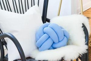 Как сделать забавную и необычную подушку-«узел»